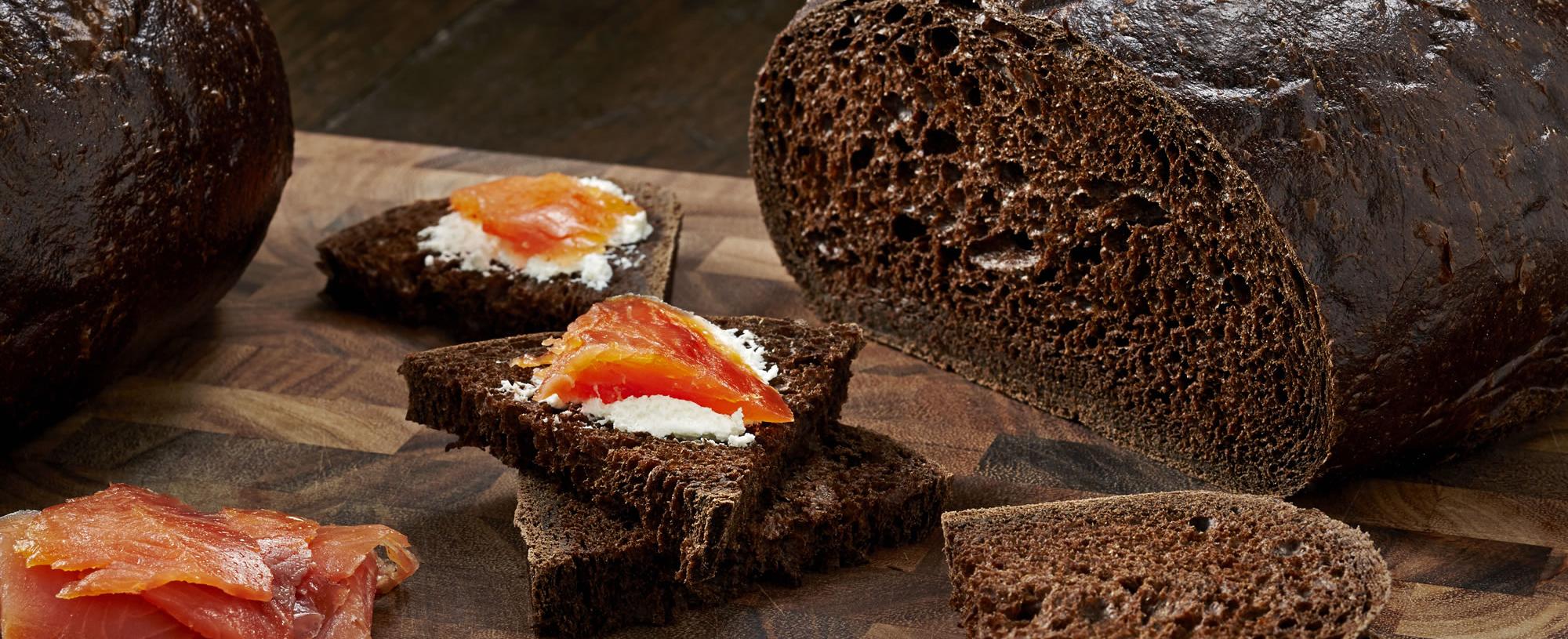 2000x815_Pumpernickel Boule Bread 8401